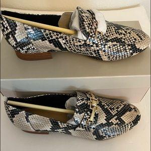 NIB Marc Fisher Ebera tailored natural snake shoe